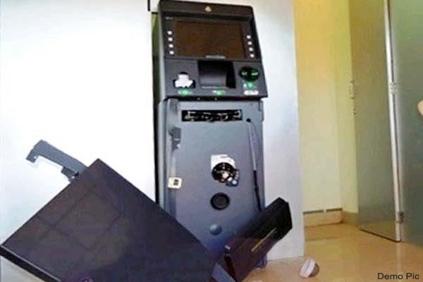 demolition in the atm of sbi thieves ran away empty hand