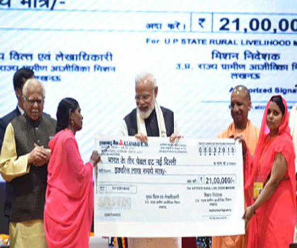 poor women gave 21 million checks to pm modi for  veer of india