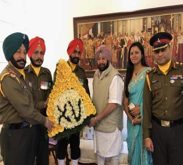 officers of sikh paltun meet chief minister amrendra