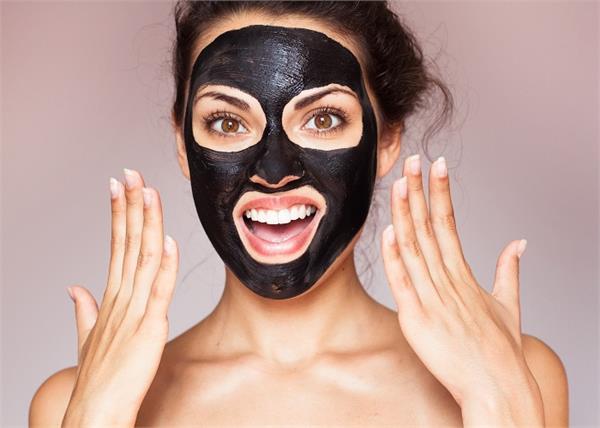 भद्दे-खुले पोर्स से हैं परेशान तो लगाएं होममेड Charcoal Mask, पिंपल्स की भी होगी छुट्टी