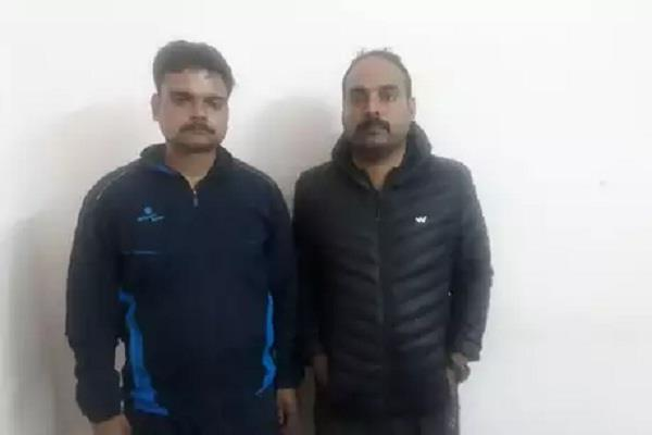 lucknow 2 policemen arrested in traders house robbery
