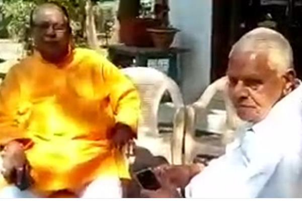 now gaur and gupta meet say tickets to local candidates