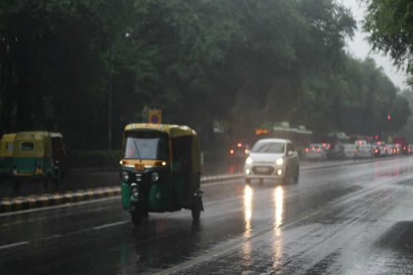 rain in delhi and heavy snowfall in kashmir