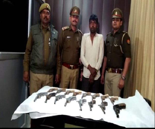 agra police busted the illegal fireworks factory