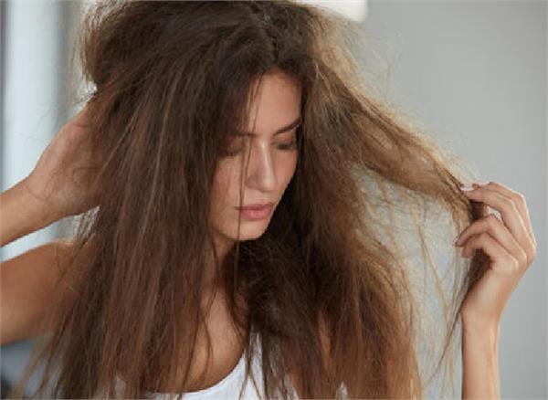 उलझे बालों से हैं परेशान तो अपनाएं ये 6 घरेलू नुस्खे