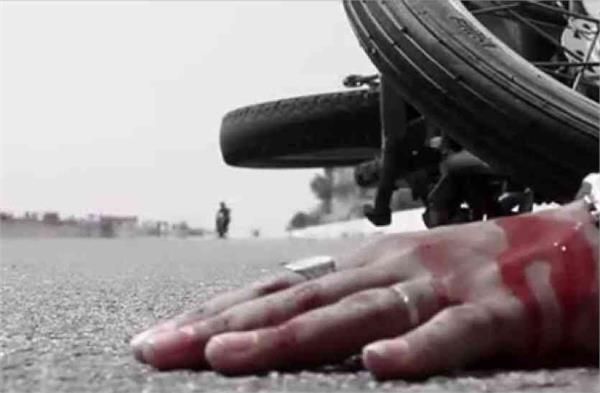 lucknow a speeding truck collides with a bike