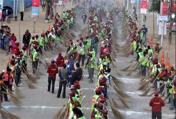 more than 10 000 clean sweep workers planted in kumbh mela