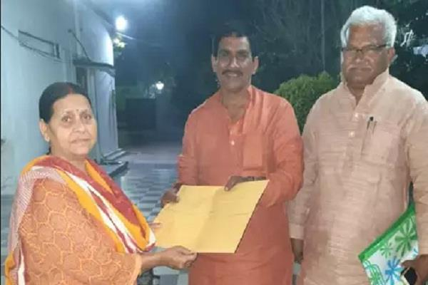 rabri devi cracks in coalition in jharkhand gives party symbol to subhash yadav