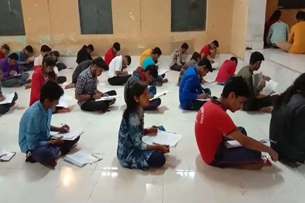 examination centers forced examiner to sit on the ground in cold