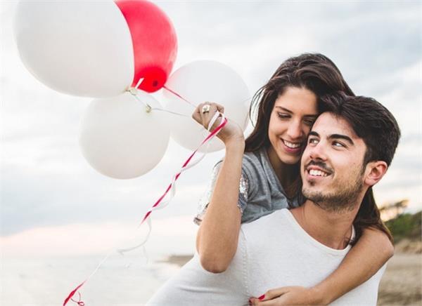 Relationship: बीवी को रखेंगे खुश तो तभी मजबूत होगा रिश्ता