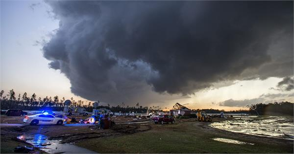 tornado outbreak hits us killing at least 22 in alabama