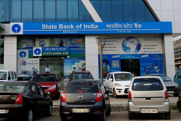 sbi takes the lead by linking pricing of loans deposits to rbi s repo rate