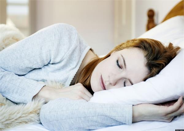 Vastu Tips: तकिए के पास रखीं ये 7 चीजें बनती हैं कलह-कलेश की वजह