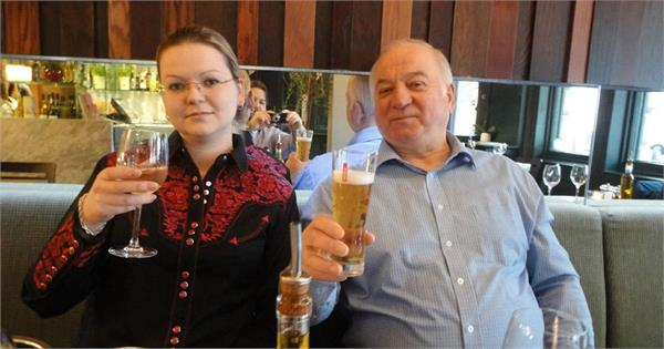 russia accuses uk of denying access to ex spy and daughter