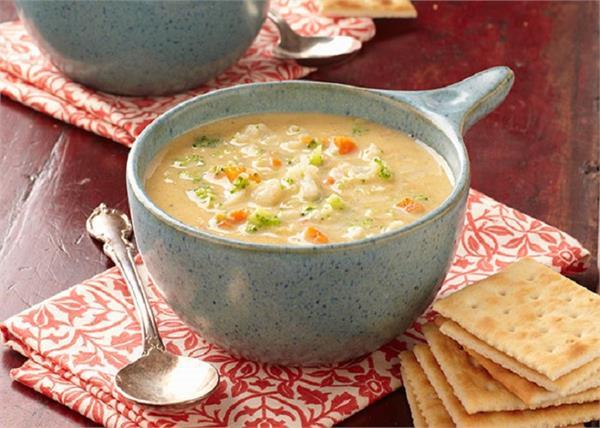 बच्चों के लिए बनाएं टेस्टी एंड हेल्दीCheese and Vegetable Soup