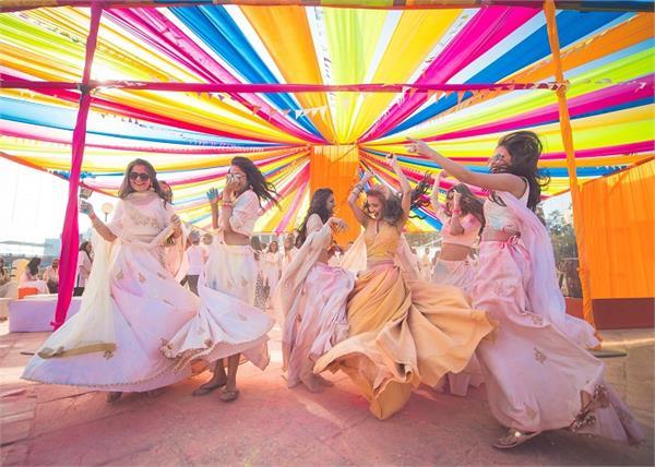 घर में रखी है Holi Party तो डैकोरेशन के लिए यहां से लें ढेरों आइडियाज