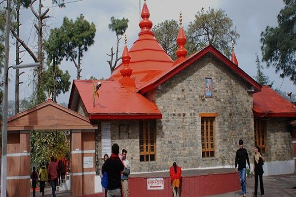 the famous sankat mochan temple did not get away in the parking crisis