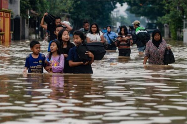 2 dead in indonesia hundreds of people were killed