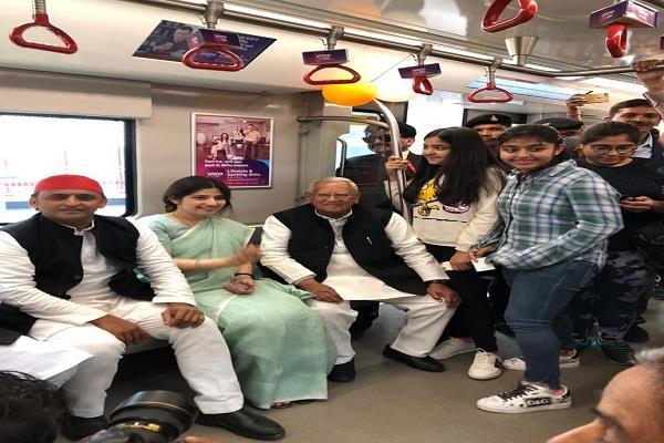 akhilesh visits lucknow metro with family