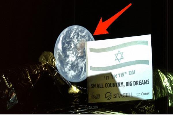 israel to the moon beresheet spacecraft moon selfie