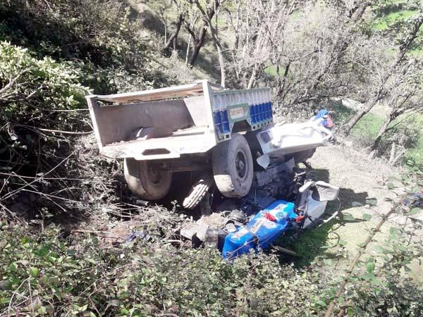 tractor fall into 100 feet deep ditch one death 3 injured