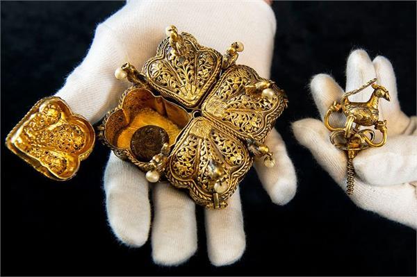 tipu sultan s treasures set to make couple millionaires