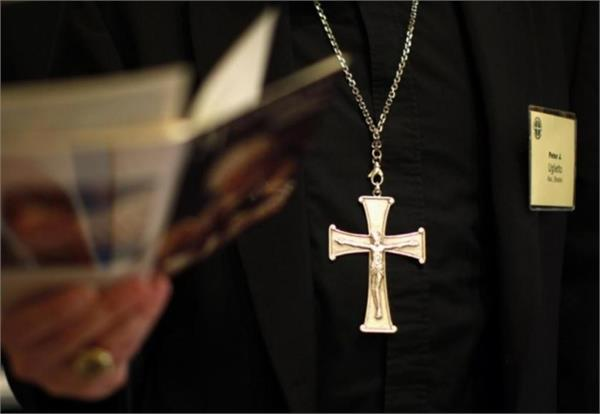 australian pastor accused of sexual exploitation