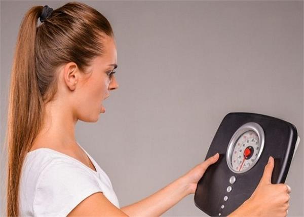 गलत खान-पान ही नहीं, इस कारण भी बढ़ने लगता है वजन