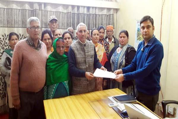 people trouble from electricity cut handed over the memorandum to department