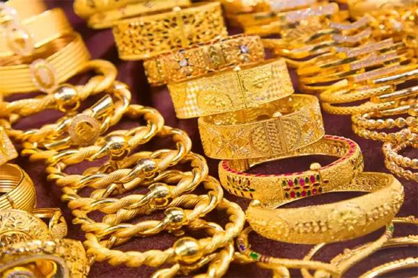 gold prices up 395 silver rises to rs 700