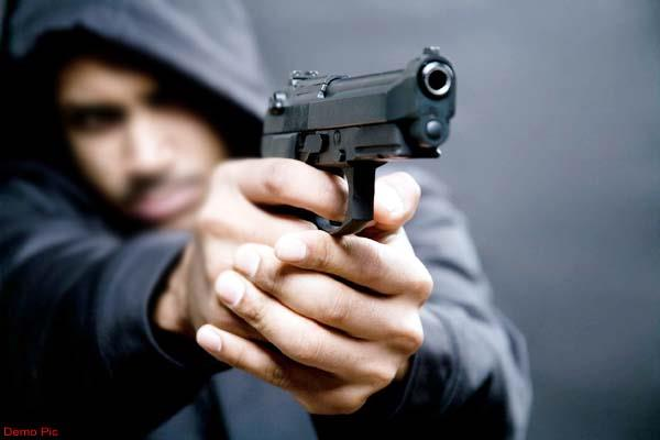 cash and mobile robbery at gun point