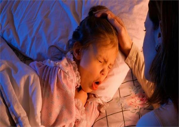 सर्दी-जुकाम ही नहीं, इन 5 हैल्थ प्रॉबल्म में भी शिशु को होती हैं खांसी