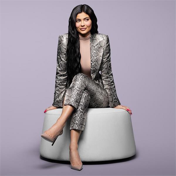 सबसे कम उम्र की अरबपति बनी Kylie Jenner, 90 करोड़ डॉलर की बनी मालकिन
