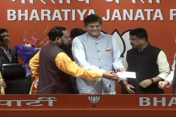 poor bjp mp bhayyant panda dharmendra pradhan joined the bjp