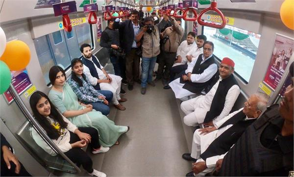 lucknow metro train with akhilesh family