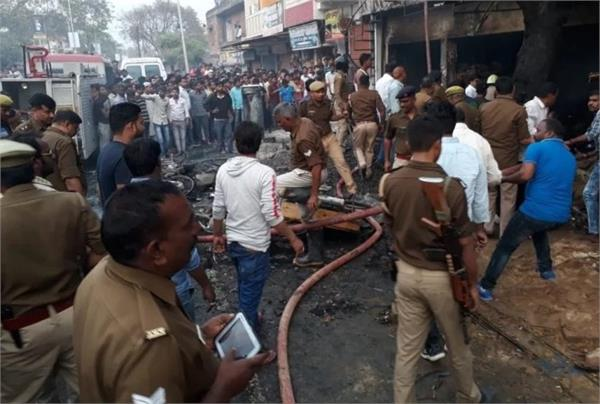 fire broke out in firecracker in azamgarh 5 killed dozens injured