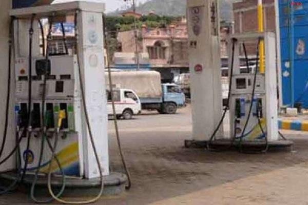 youth snatched cash from petrol pump worker