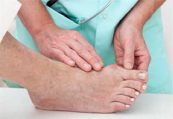 पैरों में कंपन या दर्द को ना करें अनदेखा, बड़ी बीमारी का संकेत
