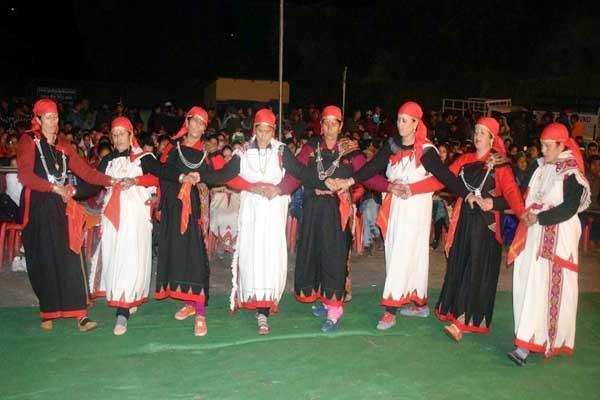 women s boards cast kullvi nati in shalang birshu fair