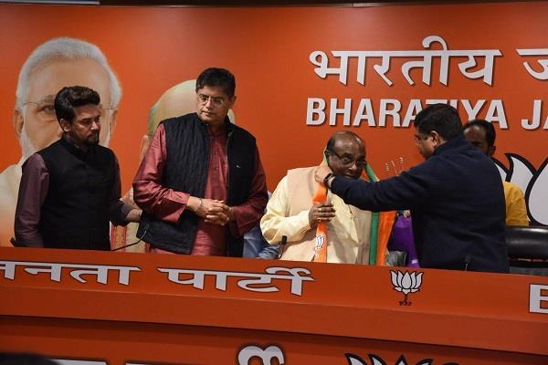 former odisha minister damodar raut joins bjp