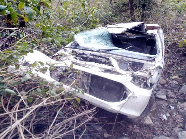 car fall into ditch driver injured