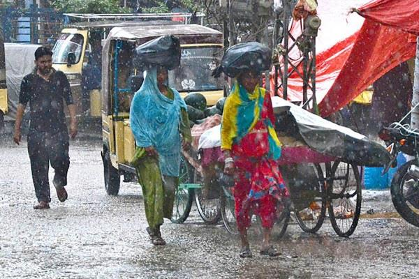 49 killed 176 injured in heavy rain and hail in pakistan