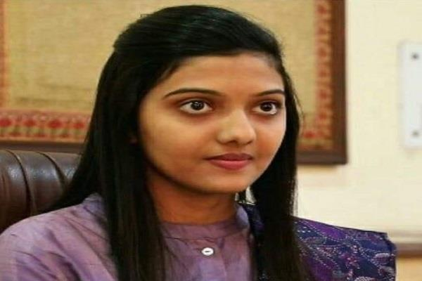 srishti deshmukh of bhopal secured top position in upsc women category