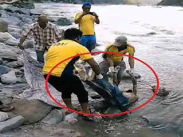 tons river dead body of a man trapped in
