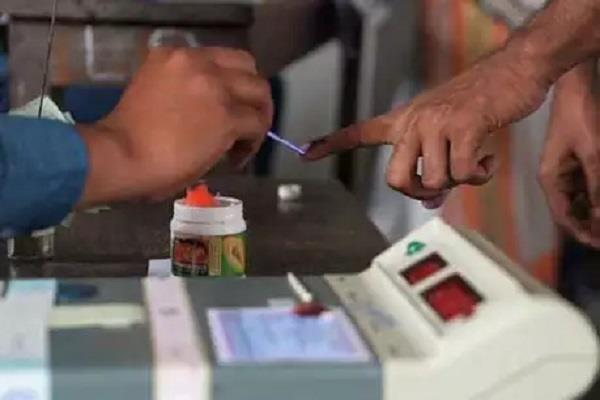 re polling begins at booth no 455 of agra lok sabha constituency