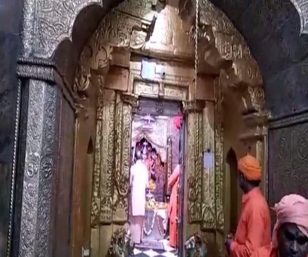 yogi reached the temple of goddess patan