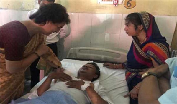 priyanka meet injured workers in the accident