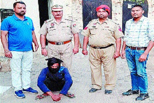 drug smuggler arrested with 10 kg of choro poth