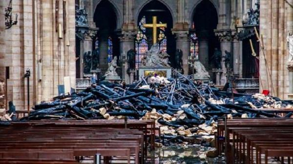 donors pledge over 1000 million euros to rebuild notre dame cathedral