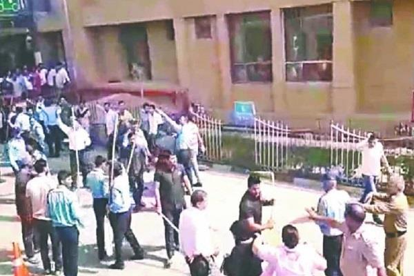 aiims security guards attack on family members